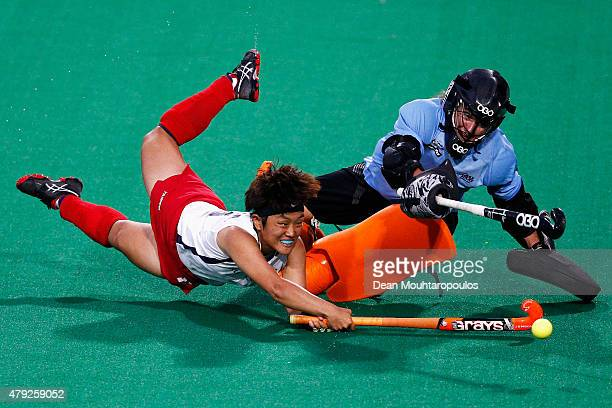 Mihyun Park of Korea attempts the shot past goalkeeper Sally Rutherford of New Zealand in the penalty shoot out during the Fintro Hockey World League...