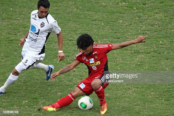Mijail Aviles of Real Esspor fights for the ball with Romulo Otero of Caracas FC during the match between Real Esppor Club and Caracas FC at Brigido...