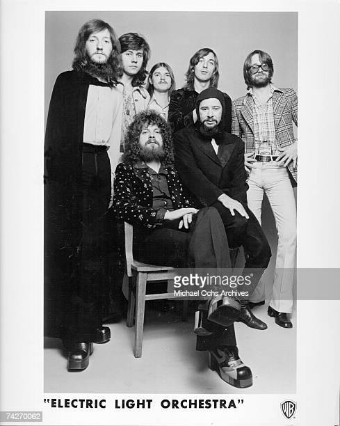 """Mik Kaminsky, Bev Bevan, Hugh McDowell , Richard Tandy, Mike DeAlbuquerque, Mike Edwards and Jeff Lynne of the rock and roll band """"Electric Light..."""