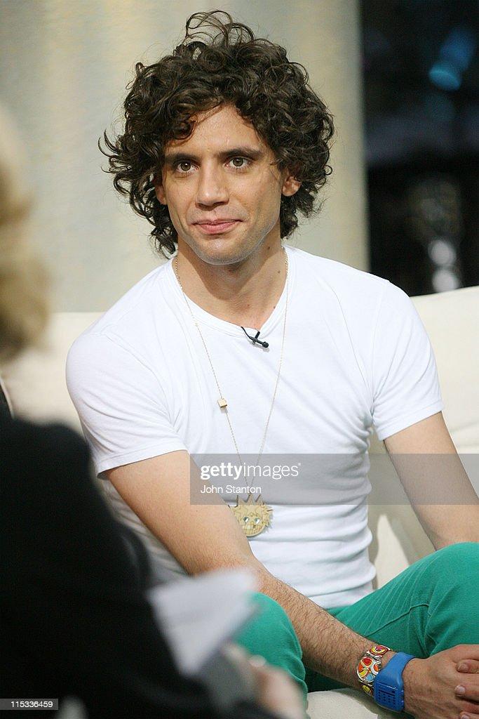 "Mika Performs on ""Sunrise"" - June 1, 2007"
