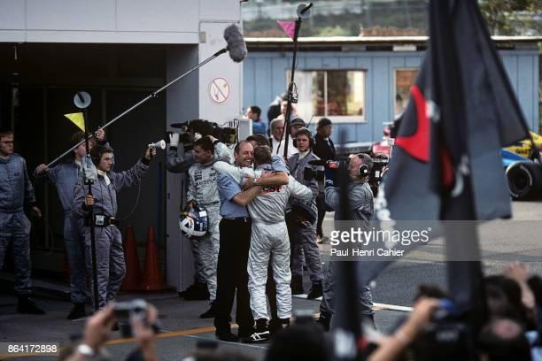 Mika Häkkinen, McLaren-Mercedes MP4-13, Grand Prix of Japan, Suzuka Circuit, 01 November 1998. Mika Häkkinen and McLaren team owner Ron Dennis...