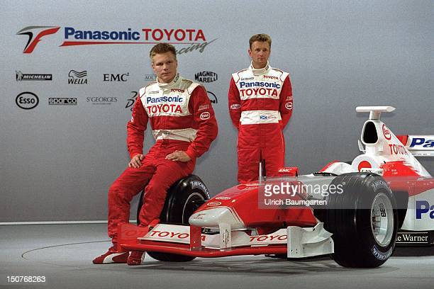 Mika SALO and Allan MCNISH, sitting on one tire and standing behind the Toyota F1.