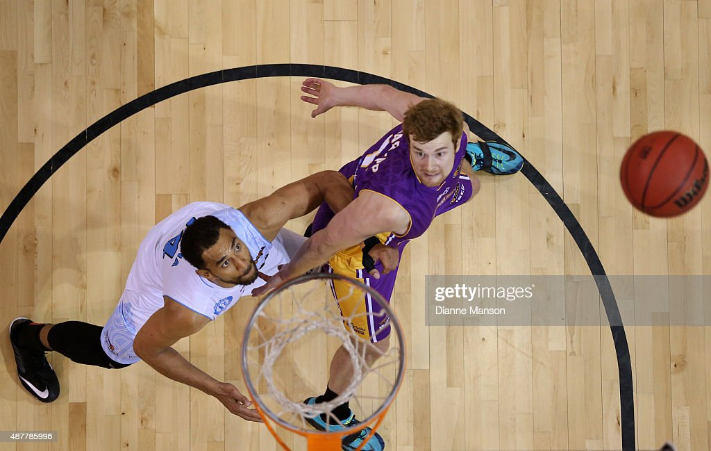 Mika Vukona (L) of the New Zealand Breakers and Thomas Garlepp of the Sydney Kings compete for the ball during the NBL pre-season match between the New Zealand Breakers and the Sydney Kings at Stadium Southland on September 11, 2015 in Invercargill, New Zealand.