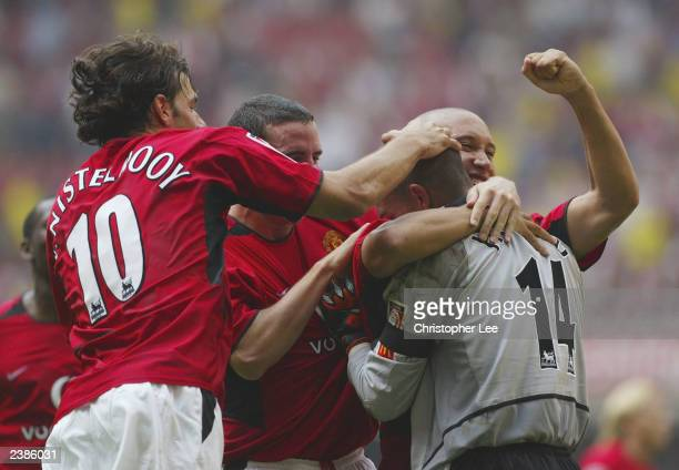Mikael Silvestre John O'Shea and Ruud van Nistelrooy congratulate goalkeeper Tim Howard of Manchester United after he saved the final penalty during...