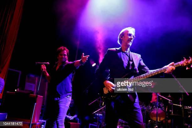 Mike and The Mechanics 'Let Me Fly' Tour Mike Rutherford Andrew Roachford und Tim Howar und den Tourmitgliedern Anthony Drennan Luke Juby und Gary...