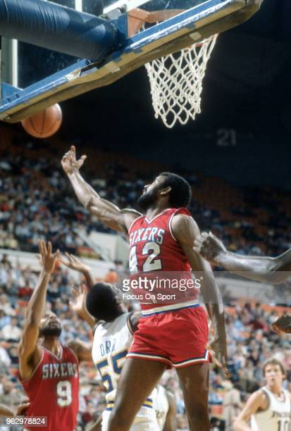 Mike Bantom of the Philadelphia 76ers in action against the Indiana Pacers during an NBA basketball game circa 1978 at Market Square Arena in...