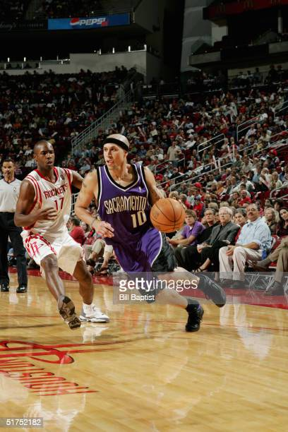 Mike Bibby of the Sacramento Kings drives against Charlie Ward of the Houston Rockets November 6 2004 at the Toyota Center in Houston Texas Houston...