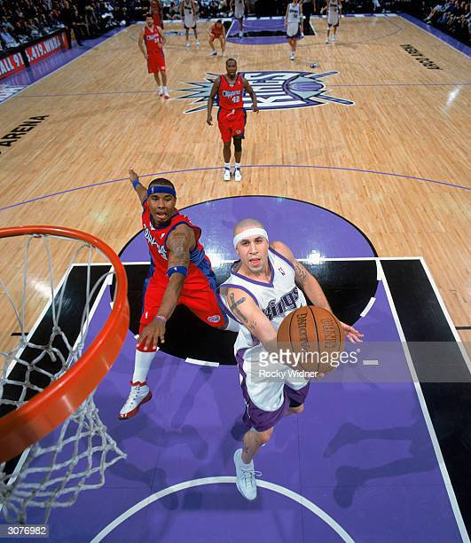 Mike Bibby of the Sacramento Kings takes the ball to the basket past Quentin Richardson of the Los Angeles Clippers during the game at Arco Arena on...