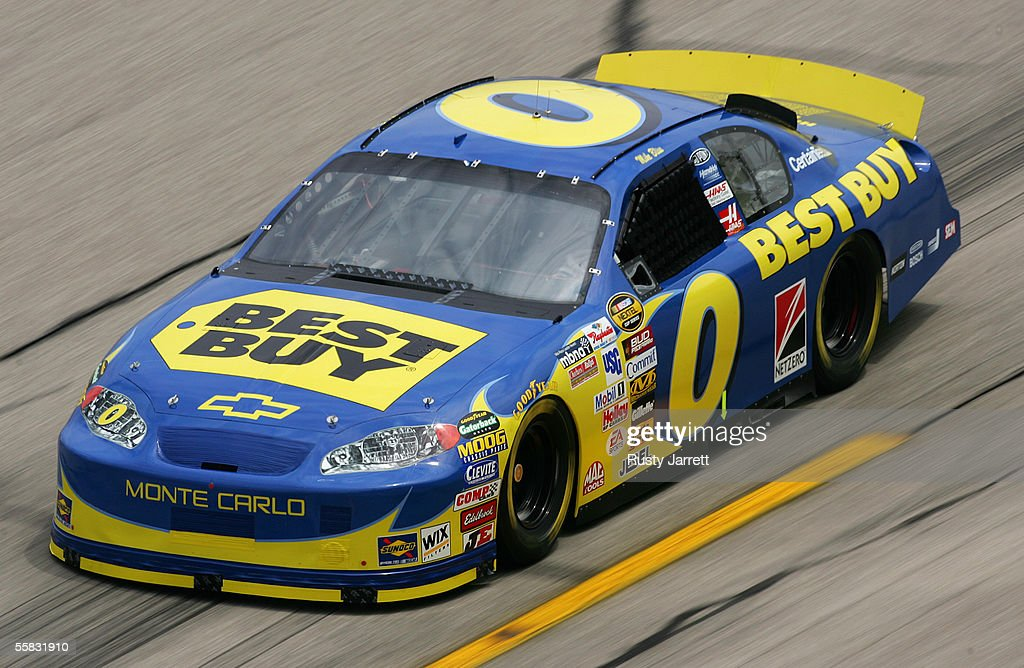 UAW-Ford 500 - Practice : News Photo