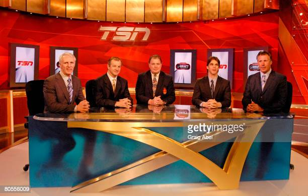 Mike Bossy Al MacInnis Peter Mahovlich Luc Robitaille and Dave Andrechuk await the announcement at the NHL Draft lottery April 7 2008 at the TSN...