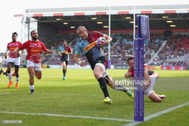 Mike Brown of Harlequins breaks away to score a try during the European Rugby Challenge Cup match between Harlequins and Agen at Twickenham Stoop on...