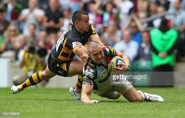 Mike Brown of Harlequins dives over for his second try during the Aviva Premiership match between London Wasps and Harlequins at Twickenham Stadium...