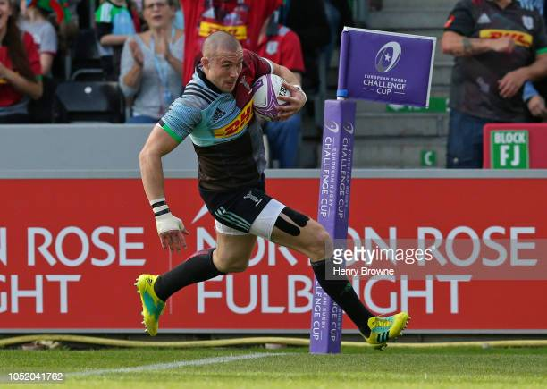 Mike Brown of Harlequins runs in to score his sides first try during the European Rugby Challenge Cup match between Harlequins and Agen at Twickenham...