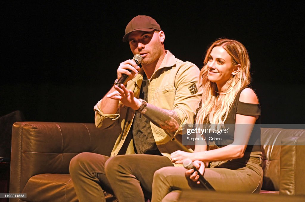 Whine Down With Jana Kramer & Mike Causin In Concert - Louisville : Nyhetsfoto