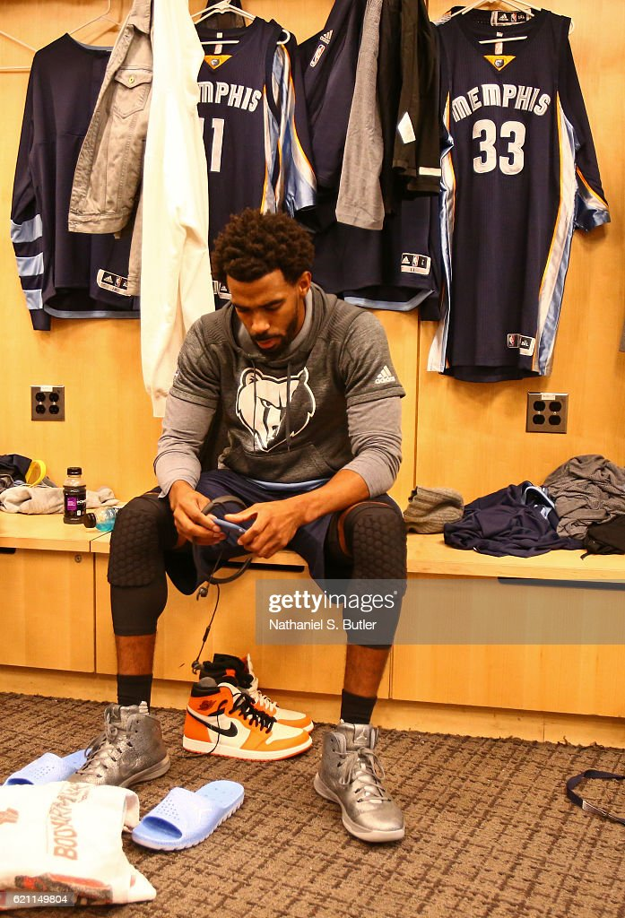 Mike Conley #11 of the Memphis Grizzlies gets ready before the game against the New York Knicks on October 29, 2016 at Madison Square Garden in New York City, New York.