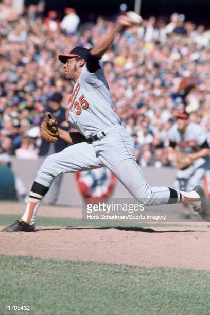 Mike Cuellar of the Baltimore Orioles pitches to the Minnesota Twins at Metropolitan Stadium during a League Championship Game in October 1969 in...