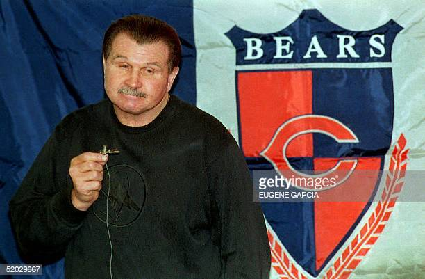 Mike Ditka speaks at a news conference 05 January 1993 after being fired as head football coach of the Chicago Bears by team president Michael...