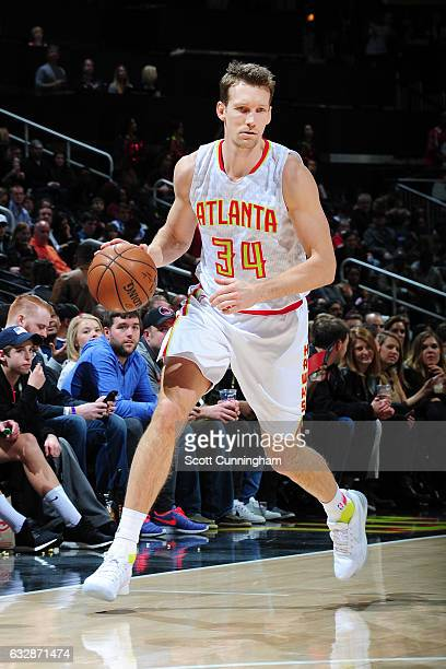 Mike Dunleavy of the Atlanta Hawks handles the ball against the Washington Wizards on January 27 2017 at Philips Arena in Atlanta Georgia NOTE TO...