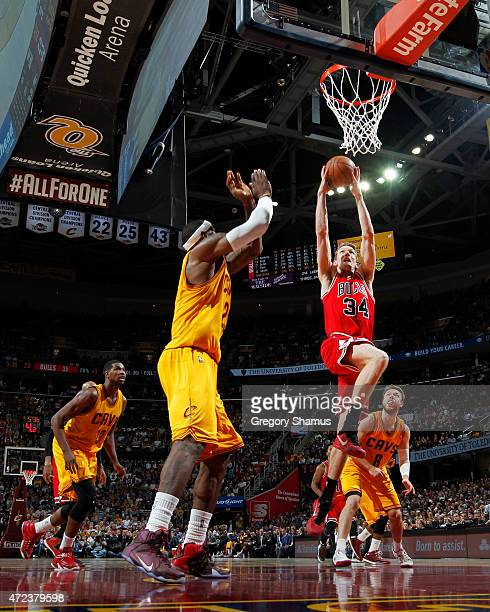 Mike Dunleavy of the Chicago Bulls dunks against the Cleveland Cavaliers during Game Two of the Eastern Conference Semifinals during the NBA Playoffs...