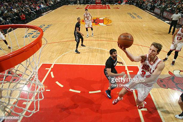 Mike Dunleavy of the Chicago Bulls goes for the layup against the Minnesota Timberwolves during the game on February 27 2015 at United Center in...