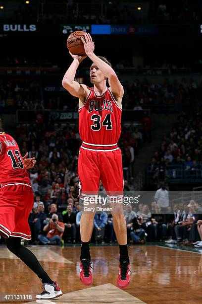 Mike Dunleavy of the Chicago Bulls shoots against the Milwaukee Bucks in Game Four of the Eastern Conference Quarterfinals during the 2015 NBA...