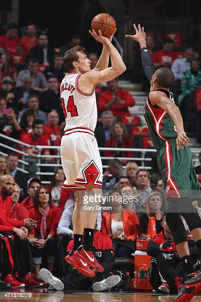 Mike Dunleavy of the Chicago Bulls shoots against the Milwaukee Bucks in Game Five of the Eastern Conference Quarterfinals during the NBA Playoffs on...