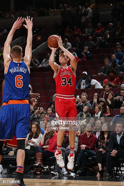 Mike Dunleavy of the Chicago Bulls shoots the ball against the New York Knicks on March 23 2016 at the United Center in Chicago Illinois NOTE TO USER...