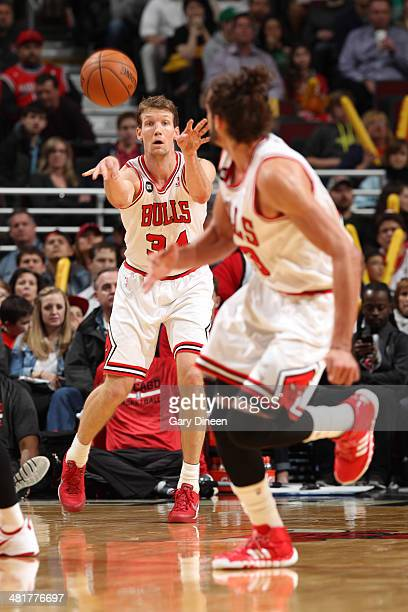 Mike Dunleavy of the Chicago Bulls throws a pass up court against the Boston Celtics on March 31 2014 at the United Center in Chicago Illinois NOTE...