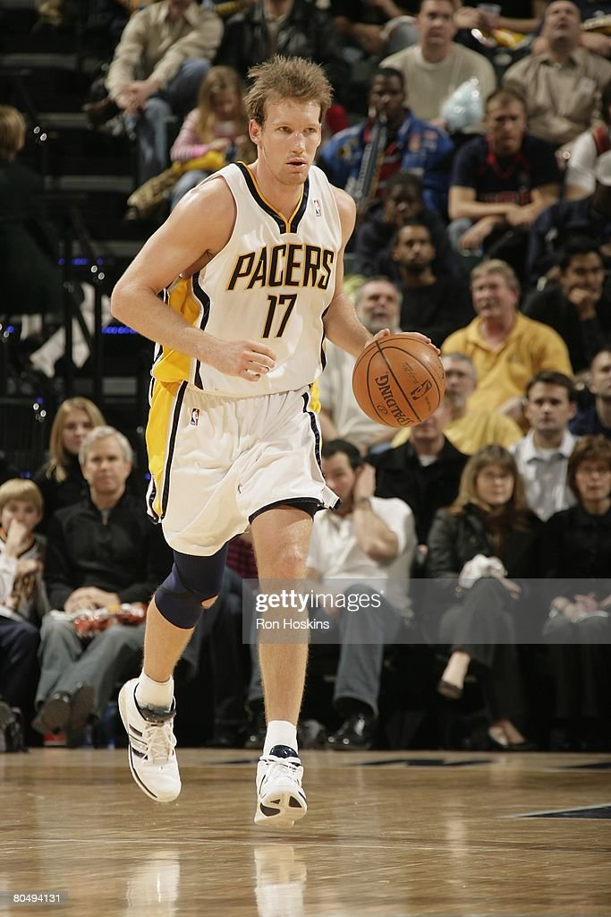 Mike Dunleavy of the Indiana Pacers moves the ball against