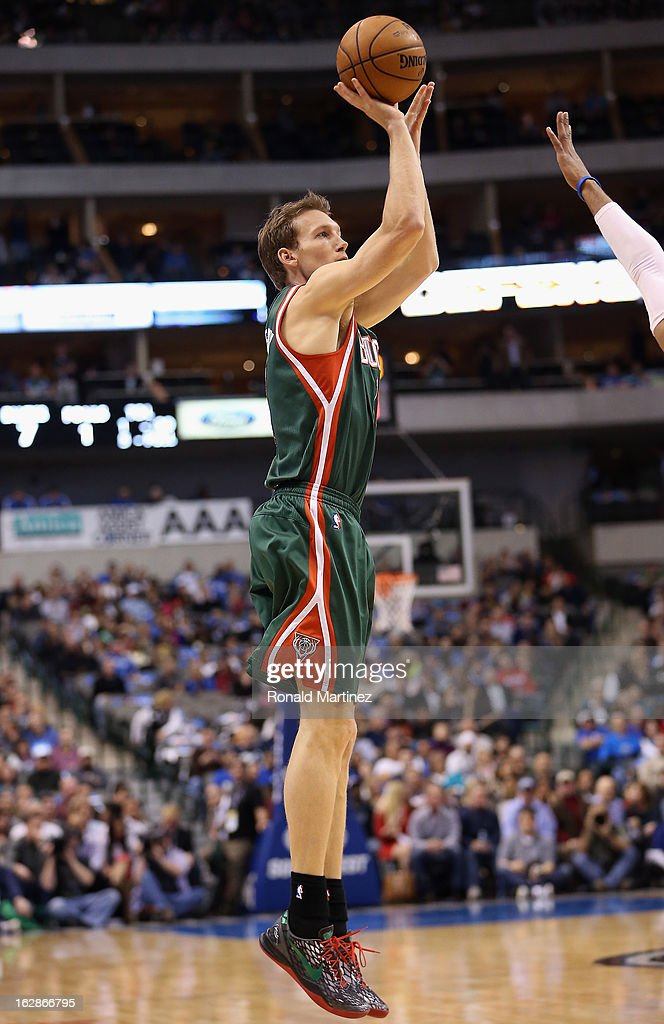 Mike Dunleavy #17 of the Milwaukee Bucks at American Airlines Center on February 26, 2013 in Dallas, Texas.