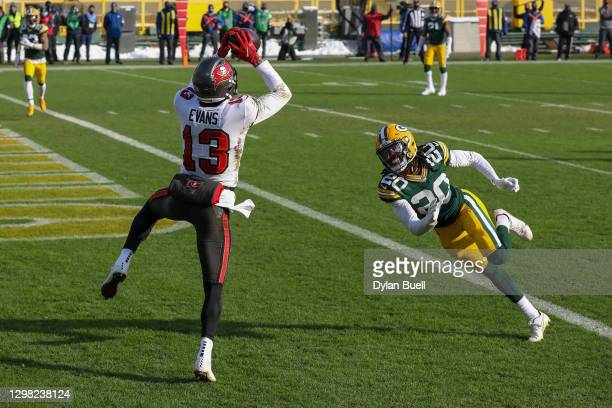 Mike Evans of the Tampa Bay Buccaneers catches a touchdown pass past Kevin King of the Green Bay Packers in the first quarter during the NFC...