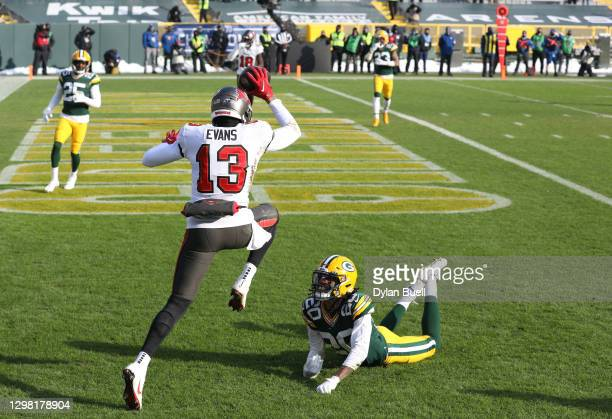 Mike Evans of the Tampa Bay Buccaneers completes a reception for a touchdown in the first quarter against the Green Bay Packers during the NFC...