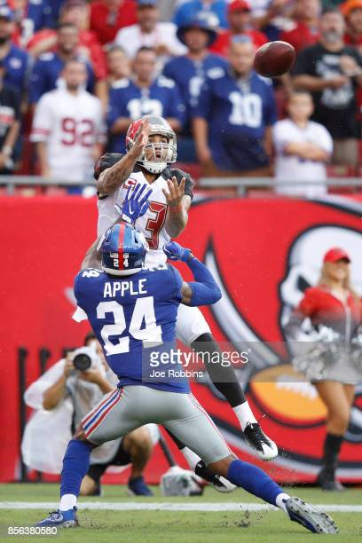Mike Evans of the Tampa Bay Buccaneers makes a sixyard touchdown reception against Eli Apple of the New York Giants in the first quarter of a game at...