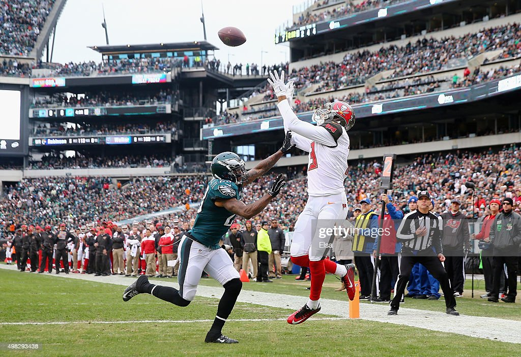 Mike Evans #13 of the Tampa Bay Buccaneers makes a touchdown catch against Nolan Carroll #23 of the Philadelphia Eagles in the first quarter at Lincoln Financial Field on November 22, 2015 in Philadelphia, Pennsylvania.