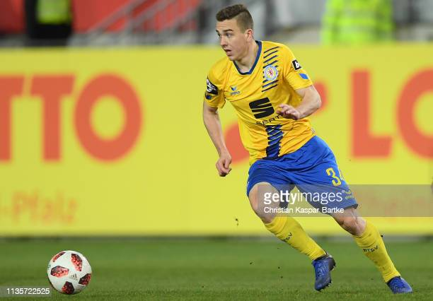 Mike Feigenspan of Eintracht Braunschweig in action during the 3 Liga match between 1 FC Kaiserslautern and Eintracht Braunschweig at...