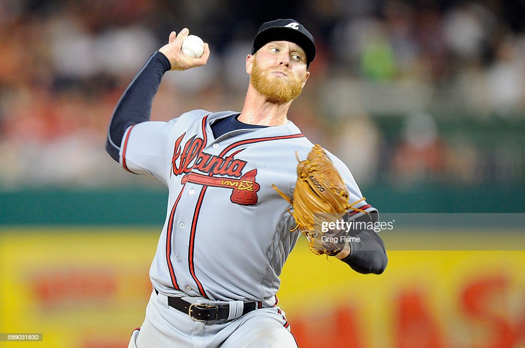 Mike Foltynewicz #26 of the Atlanta Braves pitches in the fifth inning against the Washington Nationals at Nationals Park on August 12, 2016 in Washington, DC.