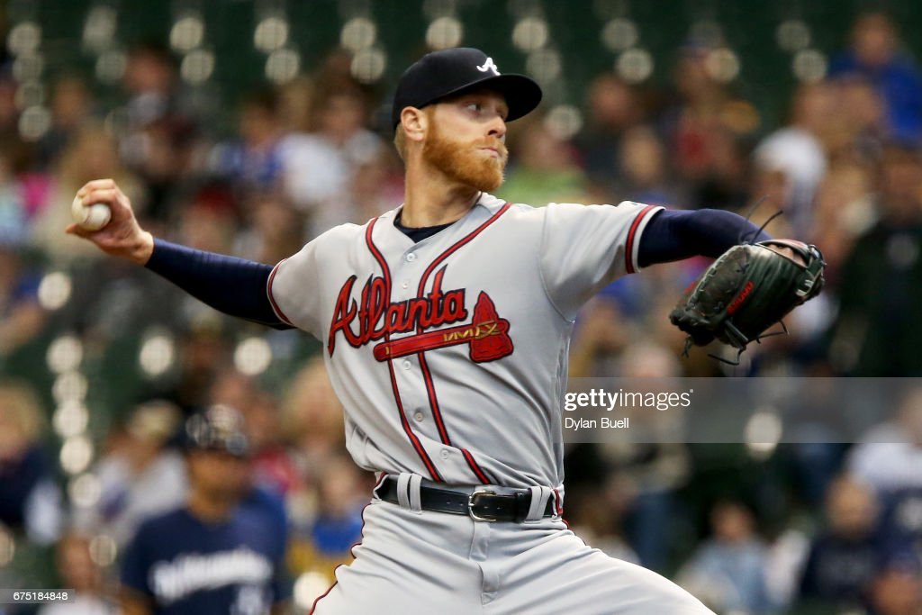 Mike Foltynewicz #26 of the Atlanta Braves pitches in the first inning against the Milwaukee Brewers at Miller Park on April 30, 2017 in Milwaukee, Wisconsin.