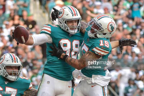 Mike Gesicki of the Miami Dolphins celebrates with Albert Wilson after scoring a touchdown in the third quarter against the Philadelphia Eagles at...