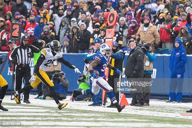 Mike Gillislee of the Buffalo Bills carries the ball out of bounds in the final minutes of the second quarter against the Pittsburgh Steelers on...