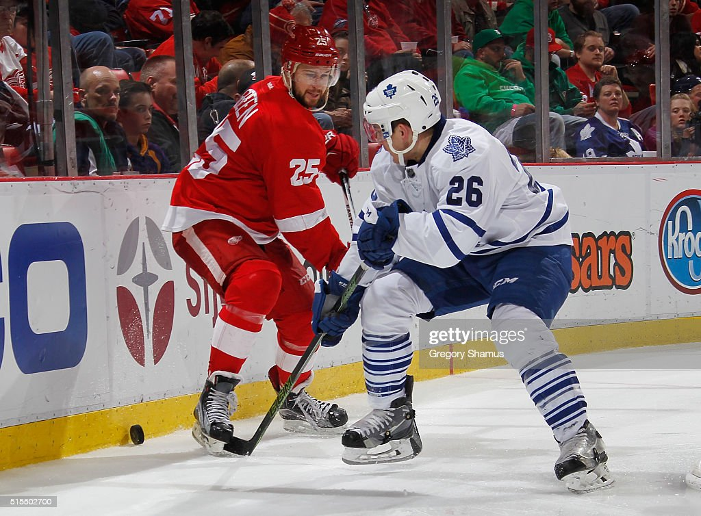Mike Green #25 of the Detroit Red Wings battles for the puck with Ben Smith #26 of the Toronto Maple Leafs during the third period at Joe Louis Arena on March 13, 2016 in Detroit, Michigan. Toronto won the game 1-0. Photo by Gregory Shamus/Getty Images)