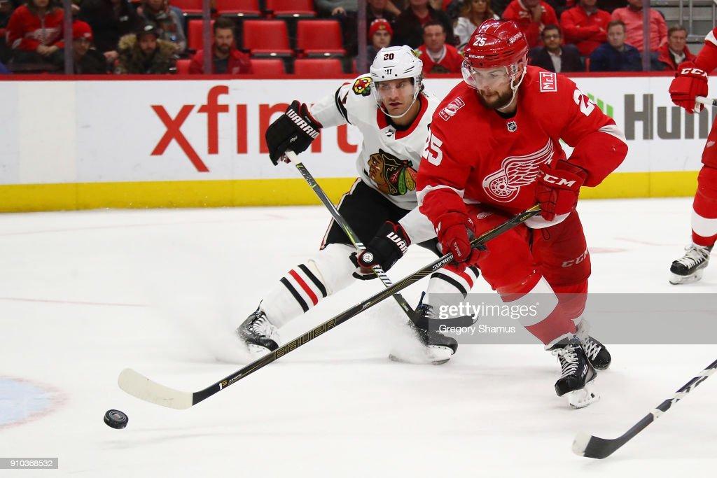 Chicago Black Hawks v Detroit Red Wings : News Photo