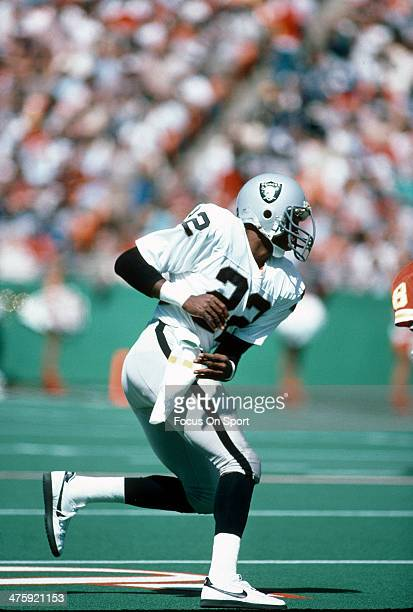 Mike Haynes of the Los Angeles Raiders in action against the Kansas City Chiefs during an NFL football game September 16 1984 at Arrowhead Stadium in...