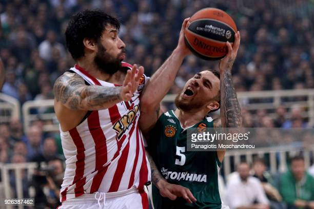 Mike James #5 of Panathinaikos Superfoods Athens competes with Georgios Printezis #15 of Olympiacos Piraeus during the 2017/2018 Turkish Airlines...