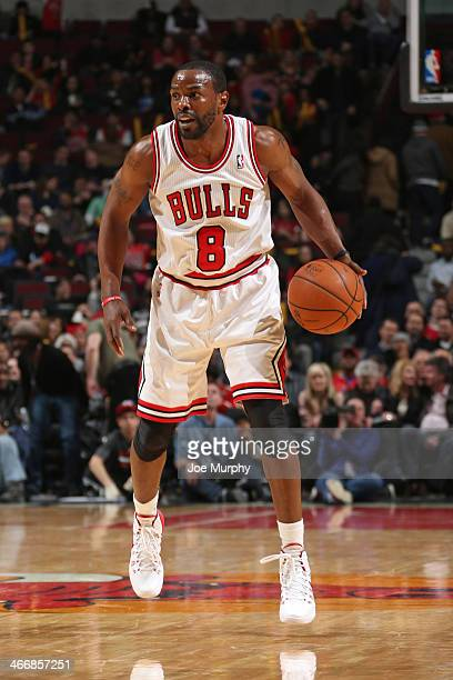 Mike James of the Chicago Bulls controls the ball against the Los Angeles Clippers on January 24 2014 at the United Center in Chicago Illinois NOTE...