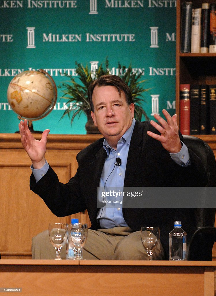 Mike Kelly, President of AOL Media Networks, speaks during t : News Photo