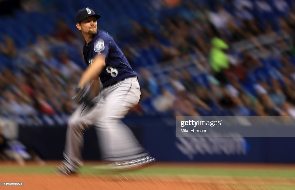 Mike Leake #8 of the Seattle Mariners pitches during a game against the Tampa Bay Rays at Tropicana Field on June 7, 2018 in St Petersburg, Florida.