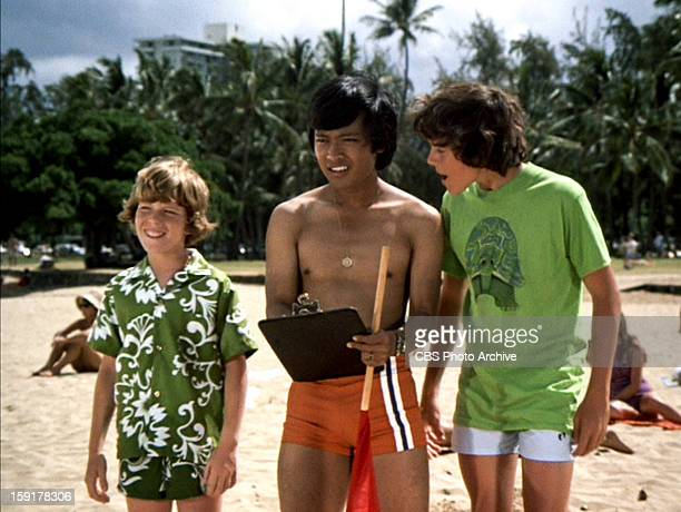 Mike Lookinland as Bobby Brady Patrick Adiarte as David and Christopher Knight as Peter Brady in THE BRADY BUNCH episode Hawaii Bound Original air...