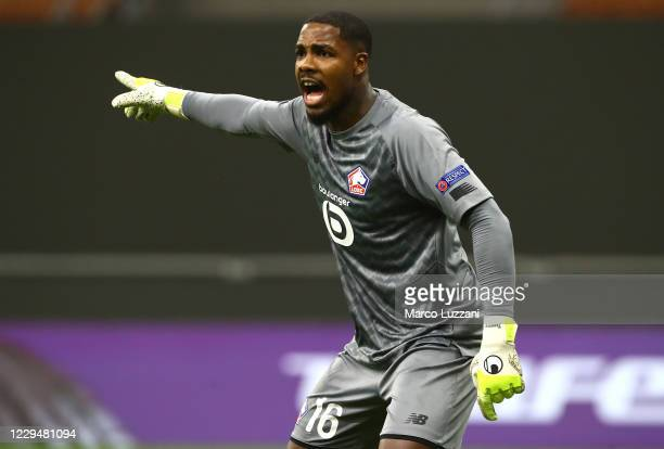 Mike Maignan of LOSC Lille shouts to his team-mates during the UEFA Europa League Group H stage match between AC Milan and LOSC Lille at San Siro...