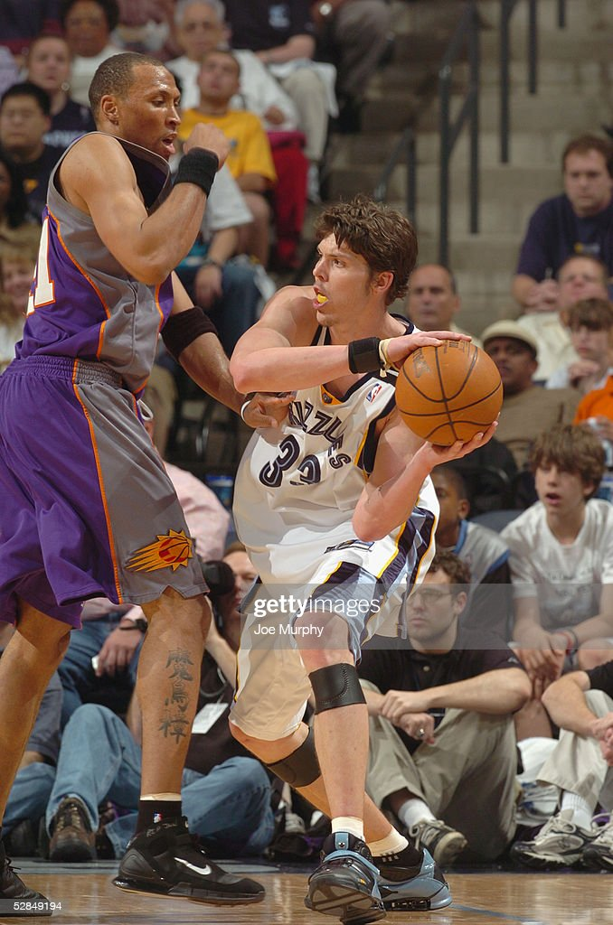 Mike Miller #33 of the Memphis Grizzlies is defended by Shawn Marion #31 of the Phoenix Suns in Game four of the Western Conference Quarterfinals during the 2005 NBA Playoffs at FedExForum on April 29, 2005 in Memphis, Tennessee. The Suns won 123-115.