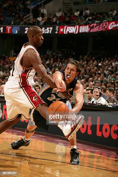 Mike Miller of the Memphis Grizzlies passes the ball inside against Eric Snow of the Cleveland Cavaliers November 11 2005 at Quicken Loans Arena in...